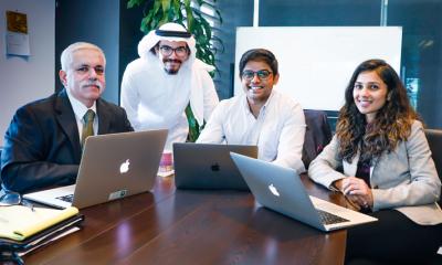 من اليسار إلى اليمين: البروفيسور رافي سامتاني ، محمد غواني ، مهندس منتج في يونت إكس ، وكيران نارايانان ، المؤسس المشارك والمدير التنفيذي لشركة يونت إكس، وأنكيتا شري، المؤسس المشارك ليونت إكس